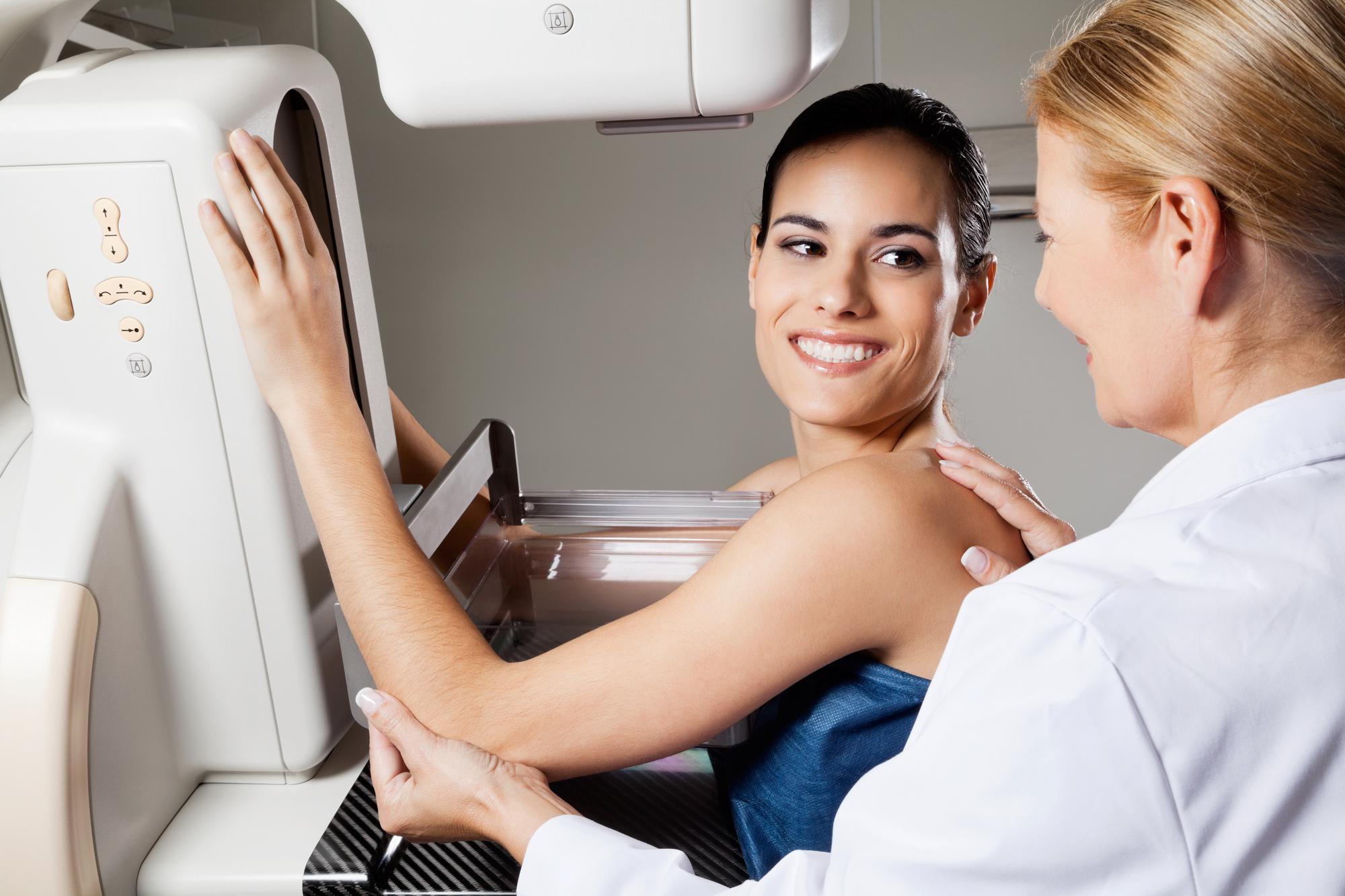 Benefícios da mamografia para mulheres de 35 a 39 anos com histórico familiar de câncer de mama