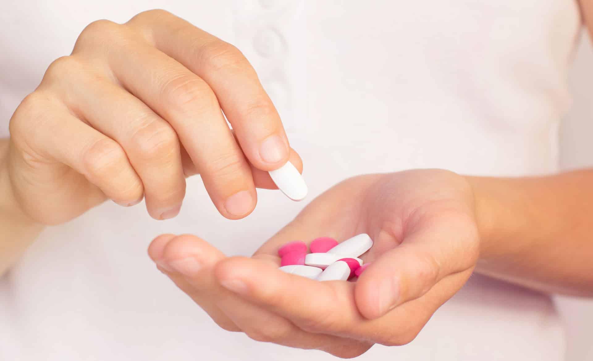 Efeitos colaterais das medicações anti hormonais Tamoxifeno, Anastrozol, Letrozol e Examestano.